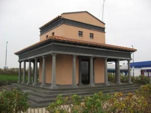 Te Colijnsplaat is een tempel nagebouwd, zoals die van Nehalennia eruit gezien kan hebben.