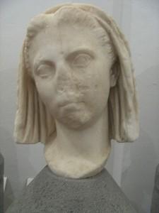 Vipsiana Agrippina, de eerste echtgenote van Tiberius, van wie hij zielsveel hield. De gedwongen scheiding had ernstige gevolgen voor zijn verhouding met Augustus en andere familieleden.