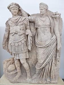 Agrippina houdt Nero de lauwerkrans boven het hoofd. Zij wordt vaak neergezet als een soort Lady Macbeth, die haar man vermoord om via Nero het rijk te regeren.