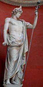 Hadrianus' geliefde Antinous, hier afgebeeld als de god Bacchus. (Vaticaans Museum) Hadrianus was zo dol op de jongen dat hij hem vergoddelijkte. Diverse beelden vergelijken hem met goden zoals Silvanus en Osiris.