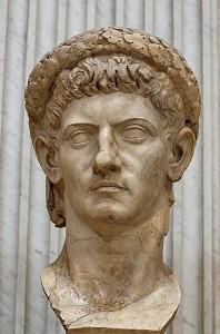 Claudius was de eerste keizer die de naam Caesar niet bij adoptie kreeg, maar hem uit zichzelf ging dragen. Wel was hij nog een Julisch-Claudische keizer.