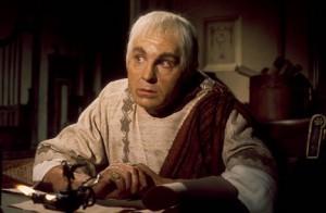 Claudius (hier gespeeld door Derek Jacobi) bleef noodgedwongen op de achtergrond, maar bleef zo ook buiten schot.