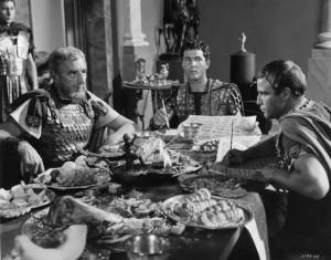 Het Triumviraat, in de verfilming van Shakespeare's toneelstuk Julius Caesar uit 1953. V.l.n.r. Douglass Dumbrille (Lepidus), Douglass Watson (Octavianus) en Marlon Brando (Marcus Antonius).