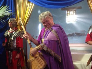 In het komische jeugdprogramma Welkom bij de Romeinen lijkt de rol van een getikte, jengelende Nero Paul de Leeuw welhaast op het lijf geschreven.