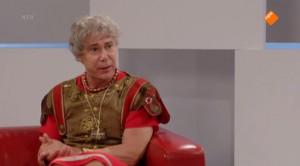 Hans Kesting als een charismatische keizer Augustus in 'Welkom bij de Romeinen'. (Foto: NTR)