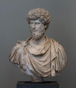 Lucius Verus. De pleegbroer en medekeizer van Marcus Aurelius. Hoewel hij net als Marcus een goed bestuurder was, hield hij er een veel minder bescheiden levensstijl op na.