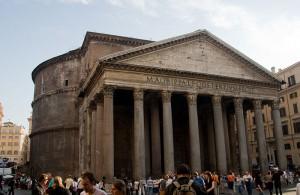 Het door Hadrianus herbouwde Pantheon is ongetwijfeld het best bewaarde gebouw uit het klassiek Rome.