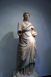 Standbeeld van Poppeia in het Archeologisch Museum van Olympia.
