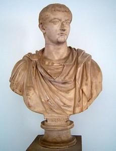 Tiberius Claudius Nero werd geadopteerd door keizer Augustus en noemde zich daarna Tiberius Iulius Caesar. Hij is één van de weinige Romeinen die bekend staat onder zijn voornaam.