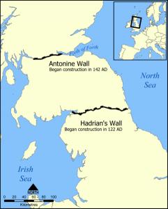 De Muur van Antoninus (noordelijkst) en de Muur van Hadrianus.