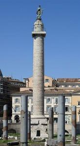De Zuil van Trajanus, in Rome, nabij de restanten van het Forum van Trajanus. De bijna 30 meter hoge zuil is hol met een wenteltrap binnenin en bevat 114 scènes over de Dacische oorlogen. Oorspronkelijk stond Trajanus' beeltenis bovenop, maar deze is in 1588 vervangen door Sint-Petrus.