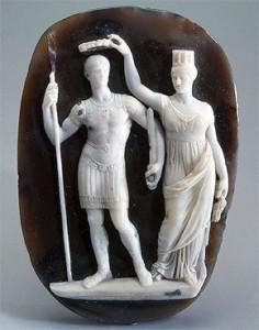 Camee waarop Constantijn wordt gelauwerd door de personificatie van Constantinopel.