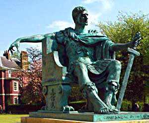 Standbeeld voor Constantijn in York, waar hij tot keizer werd uitgeroepen.