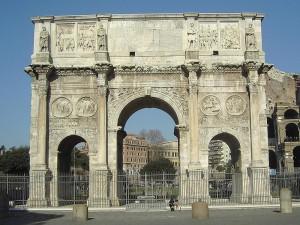 De Boog van Constantijn in Rome, opgericht ter herdenking van zijn overwinning op Maxentius.