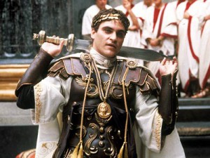Joaquin Phoenix speelt een meedogenloze Commodus in de film Gladiator (2000), die met getrokken zwaard in volle wapenrusting in de Senaat zit. In werkelijkheid had Commodus een volle baard. Dat was mode en paste ook goed bij zijn vereenzelviging met Hercules.