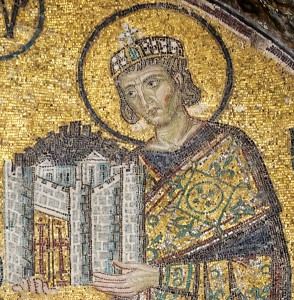 Constantijn de Grote presenteert Constantinopel aan Maria. (Detail van een mozaïek uit de Hagia Sophia)