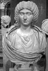 Severus' tweede vrouw, Julia Domna, was zijn steun en toeverlaat. Haar vader was hogepriester van El Gebal, de zonnegod uit Homs.