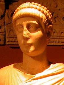 Keizer Valentinianus II werd op 4-jarige leeftijd al keizer. Oud werd hij vooralsnog niet, net zo min als zijn dynastie.