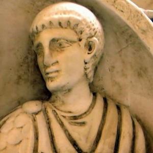 Reliëf dat mogelijk Aëtius voorstelt. Zijn carrière bereikte zijn hoogtepunt door de crisis na de dood van Honorius.