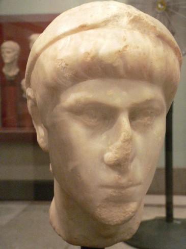 Keizer Constantius II was helemaal niet blij dat Julianus tot keizer uitgeroepen werd, maar stierf voor de confrontatie. Een nieuwe burgeroorlog had Gallië weer ernstig bloot kunnen leggen!