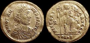 Solidus van keizer Iohannes. Het oosten erkende hem niet, wat in de 5e eeuw wel voor meer westelijke keizers gold.