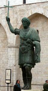 De 5,11 meter hoge Colossus van Barletta, stelt mogelijk Valentinianus I voor, al zijn er meer opties.