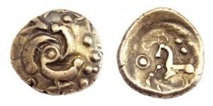 Gouden munt van de Eburonen, met op de keerzijde een paard in Keltische stijl. Door hun edelmetaal om te smelten en er munten van te slaan konden de Eburonen bondgenootschappen kopen en hun bezit veiligstellen.