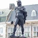 Standbeeld van Ambiorix in Tongeren, de stad die traditioneel met Atuatuca geassocieerd wordt. Het beeld werd in 1866 onthuld. Kunstenaar Jules Bertin had het uiterlijk van de volksheld volkomen verzonnen, wat in het bijzonder geldt voor de stereotype gevleugelde helm.