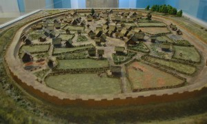 Reconstructie van een Eburoonse nederzetting die rond 50 v. Chr. verlaten werd. (Bron: Livius.org)