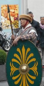 De Bataven in de opstand waren mogelijk te herkennen aan de wezels rondom hun helmen.