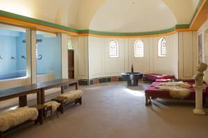 Koepels en tongewelven kwamen veel voor in Romeinse badhuizen, in verband met de condens op het plafond.