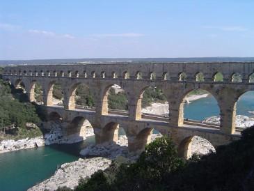 De enorme Romeinse aquaducten zijn ook heel beroemd. Maar er stonden er hier maar heel weinig.