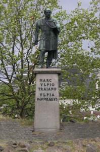 Een standbeeld voor keizer Trajanus op het naar hem vernoemde plein in Nijmegen herinnert ons aan de Romeinse hoogtijdagen.