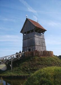 De vroeg-middeleeuwse burchten hebben soms veel weg van uit hun krachten gegroeide Romeinse wachttorens. Laat-Romeinse soldaten lijken in sommige opzichten ook meer op soldaten uit het jaar 1000 dan uit het jaar 1.