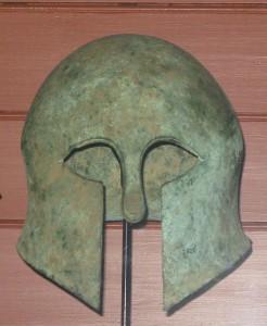 Etruskische helm. Mogelijk werd het Romeinse leger in de eerste eeuwen sterk door omringende volkeren zoals de Etrusken beïnvloed.
