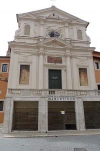 De Mamertijnse gevangenis in Rome is uitgegroeid tot een kerk. Het werd een bedevaartsoord omdat de apostelen Petrus en Paulus er gevangen zouden hebben gezeten.