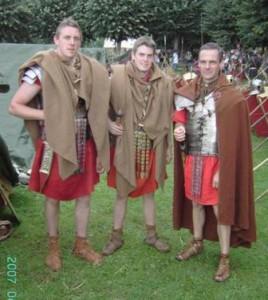 Verschillende soldatenmantels op verschillende manieren gedragen foto van legioxi.be)
