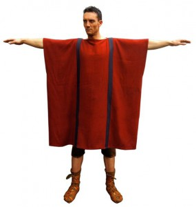 Zonder riem is de tunica net een zak of kussensloop. Maar zonder riem is niet zo best...)