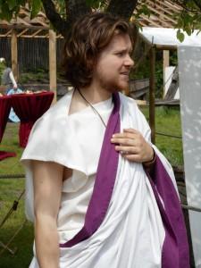 Romeinse senatoren waren te herkennen aan de puperen zoom op hun toga. In eerste instantie was dit ambt alleen aan patriciërs voorbehouden.