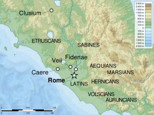Het vroege Rome, omringd door stammen als de Latijnen, Sabijnen, Etrusken en Aequi. Veii ligt tamelijk dichtbij en was een geducht rivaal.
