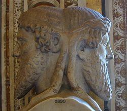 Ianus is één van de oudste Romeinse goden en is nooit met een andere god gelijkgesteld.