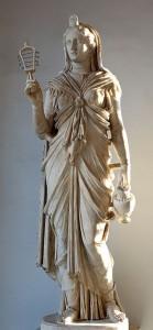 Isis was van oorsprong een Egyptische godin. De Hellenistische invloed daar, gevolgd door de Romeinse overheersing, maakte een meer Grieks-Romeinse versie van haar populair in het hele rijk.