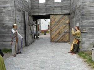 Deze Kelten bewaken zelfs een Romeinse poort. De linker zit zo te zien zelfs bij de Romeinse hulptroepen.