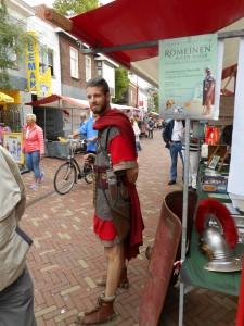 Een Romeinse soldaat middenin Bodegraven.