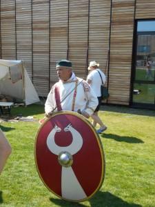 Een Dacische muts en Germaanse schildknop, in het Laat-Romeinse leger.