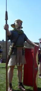 De Nederlandse levende geschiedenisvereniging Pax Romana beeldt o.a. soldaten van het Cohors XV uit.