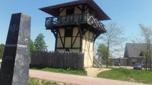 Gereconstrueerde wachttoren aan 't Zand, bij Castellum Hoge Woerd. Een vrij accurate reconstructie, behalve de moderne trap en glazen wanden die om veiligheidsredenen zijn aangebracht.