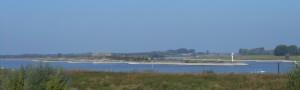 Carvium ligt vlakbij de plek waar de Rijn zich van de Waal afsplitst. De locatie is tegenwoordig veranderd, maar de splitsing is nog steeds nabij.
