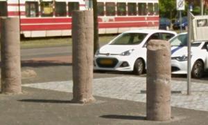 De mijlpalen in Wateringseveld, Den Haag. De namen van keizers als Antoninius Pius en Caracalla staan erop.