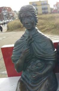 Nehalennia zetelt vandaag de dag in Domburg, alwaar ze uitkijkt over de zee.